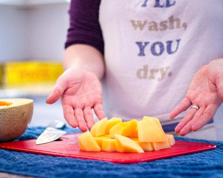 fastest way to cut cantaloupe