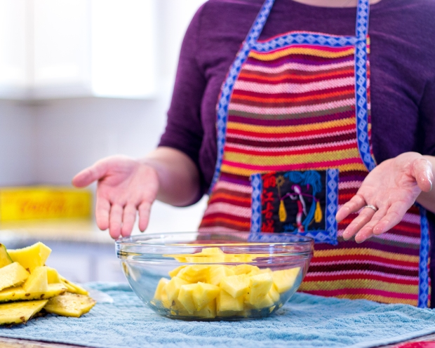 how to cut pineapple fast