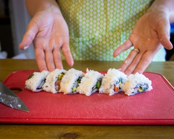 how to make sushi without a bamboo roller-7681