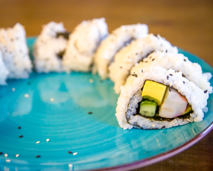 How to Make Sushi Without a Bamboo Mat (VIDEO)