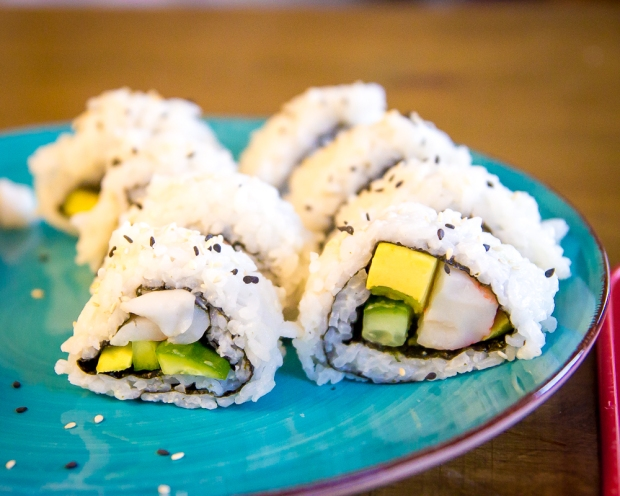 how to make sushi without a bamboo roller-7691